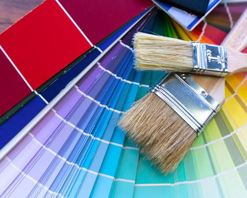 یک منزلی که برای زیبا جلوه دادن رنگ می شود