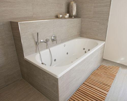 کاربرد وان جکوزی در داخل حمام و یا در فضای باز