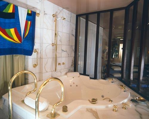 وان حمام گردابی از انواع وان و جکوزی