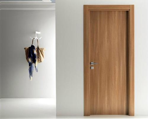 درب داخلی دارای رویه ام دی اف و روکش لمینت با طرح چوب