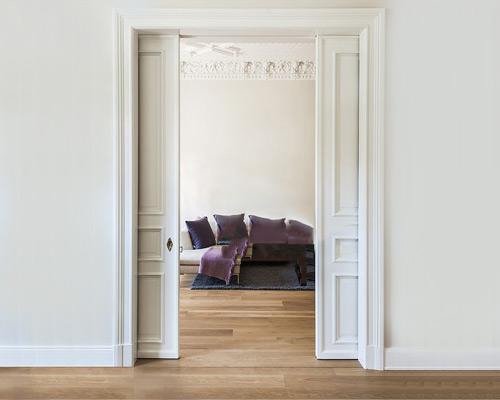 حرکت درب پاکتی به داخل دیوار از دو طرف و باز و بسته شدن آن