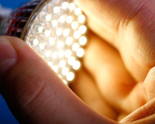 چراغ LED روشن