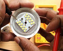 چراغ LED باز شده مولتی متر
