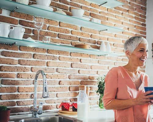 سطح آجری نازک با ضخامت کم برای افزایش زیبایی فضا و نصب متفاوت از سایر انواع آجر