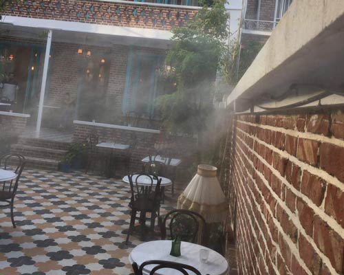 ایجاد هوای خنک و طراوت برای مشتریان در رستوران به کمک مه پاش