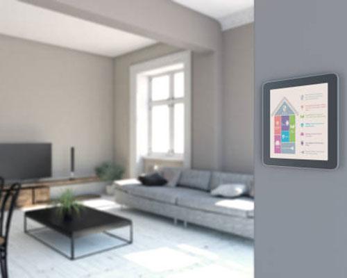 ترموستات اتاقی هوشمند با مبل سفید و تلویزیون مشکی