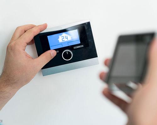 کارکرد ترموستات اتاقی هوشمند با برنامه گوشی هوشمند و بدون آن
