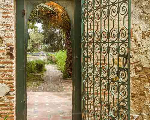 درب استیل باغ با نمای سنتی و زیبا