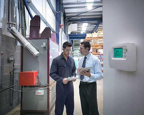 نصب ترموستات خانه هوشمند در شوفاژخانه و تکنسین و کاربر