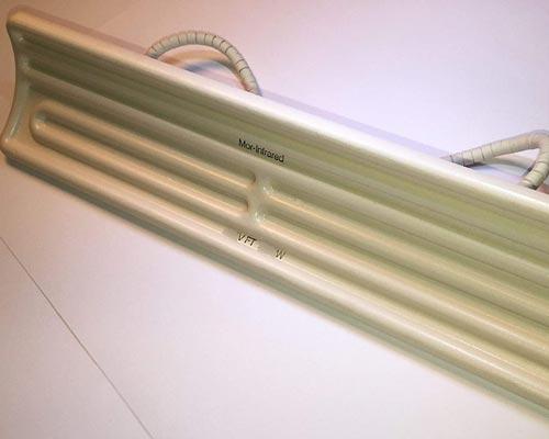 هیتر تابشی ساخته شده با سرامیک که دارای سطح مقعر می باشد نشان داده شده است