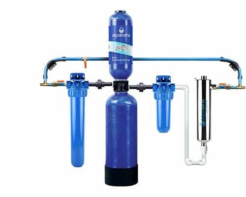 نمایی از یک سیستم پاک سازی آب که با اشعه ماورای بنفش کار میکند