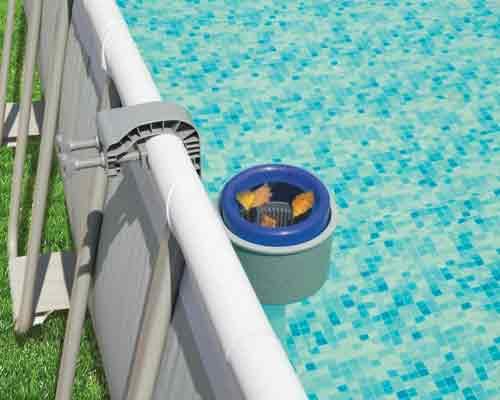 نمایی از یک مدل اسکیمر مخصوص استخر های سیار